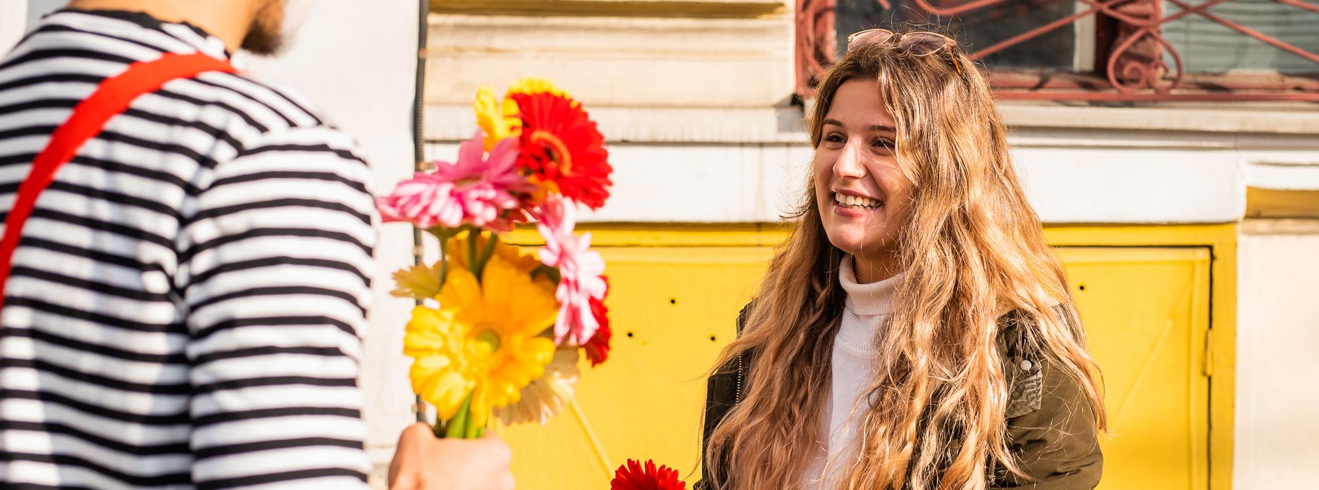 """Actori cu flori la Poștă, pictură murală la """"Ghibu"""" și WhatsApp pentru pensionari – final de Com'ON Cluj-Napoca 2019, în cifre"""
